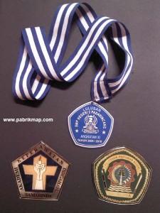 medali kelulusan siswa